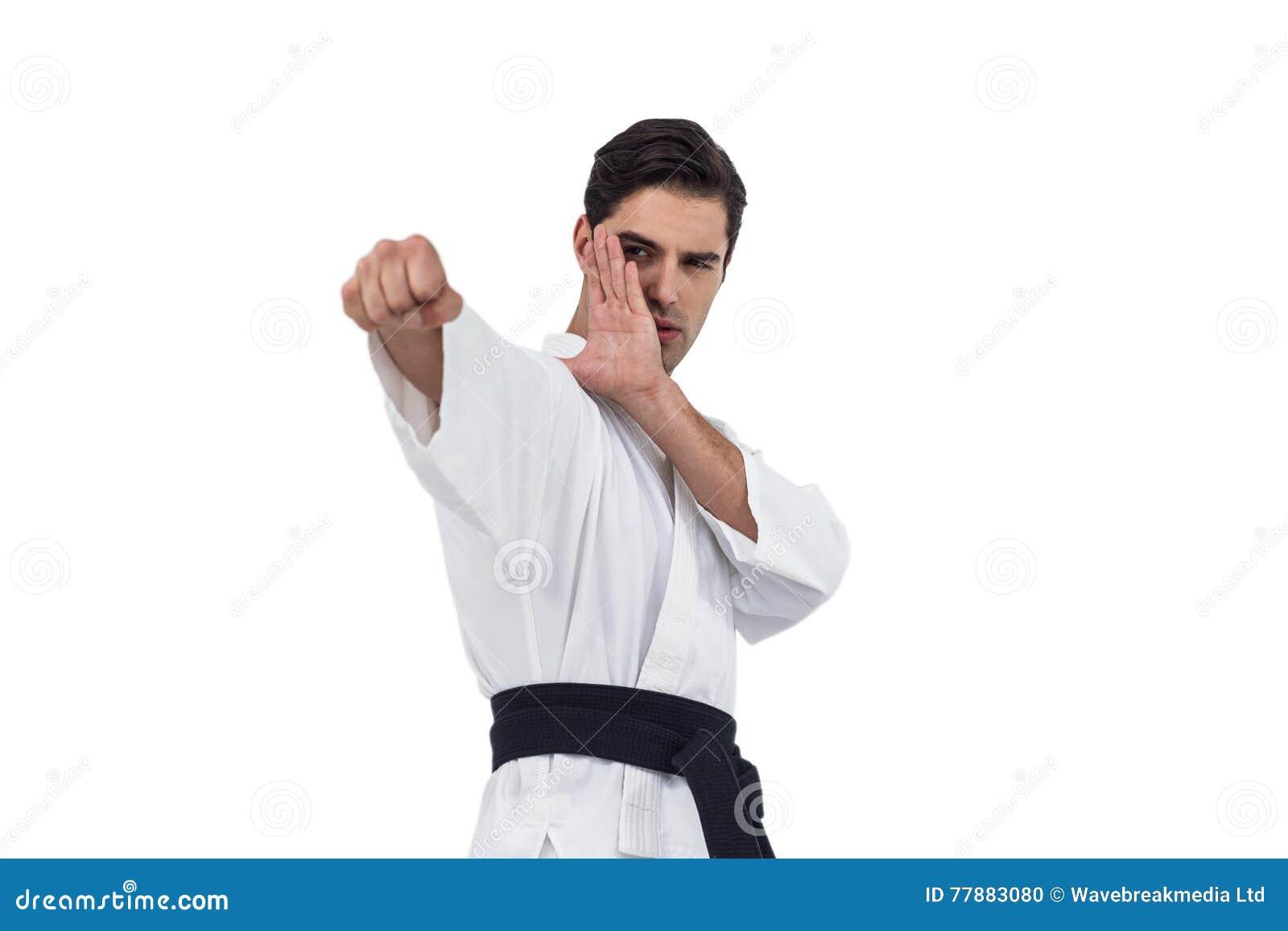 Myśliwska spełnianie karate postawa
