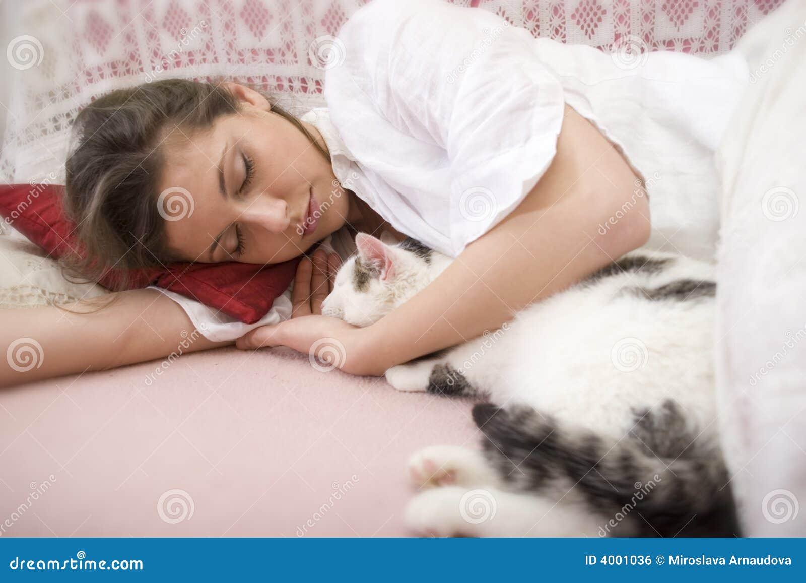 Секс со спящими девочками смотреть 12 фотография