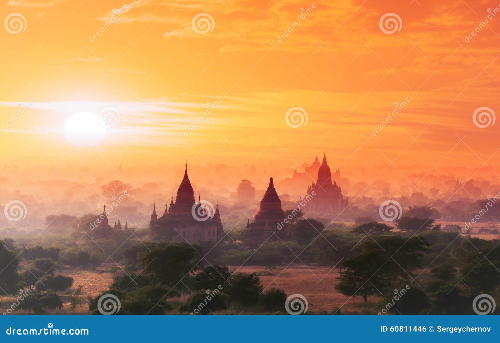 Myanmar Bagan dziejowy miejsce na magicznym zmierzchu Birma Azja