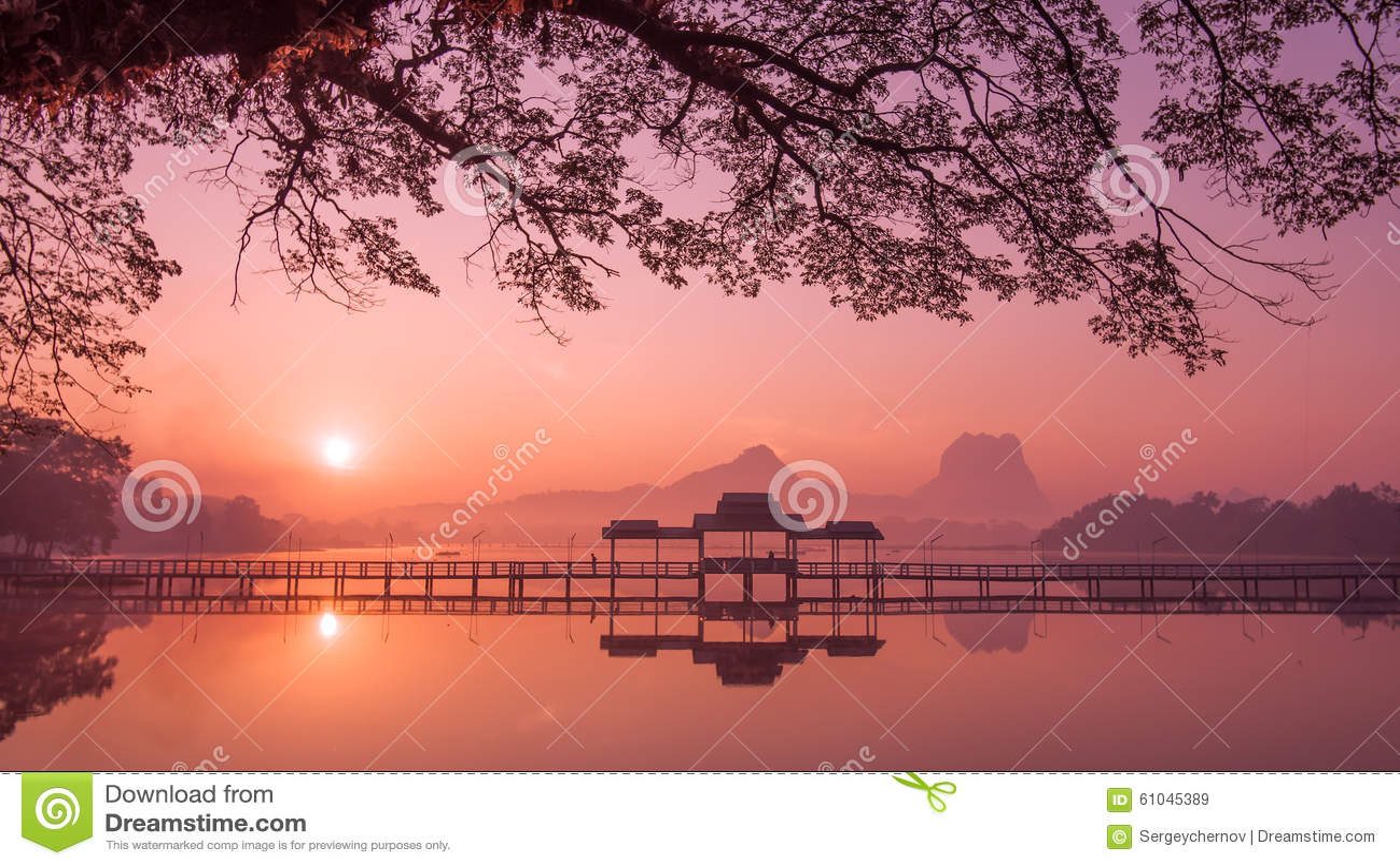 Myanmar (Burma) Hpa en sjö på soluppgång Asiatisk gränsmärke