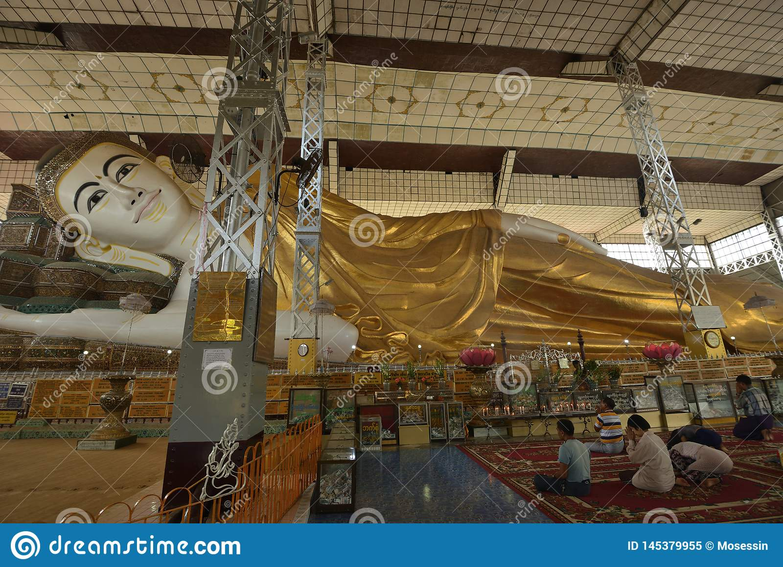 Yangon Bago buddha lying