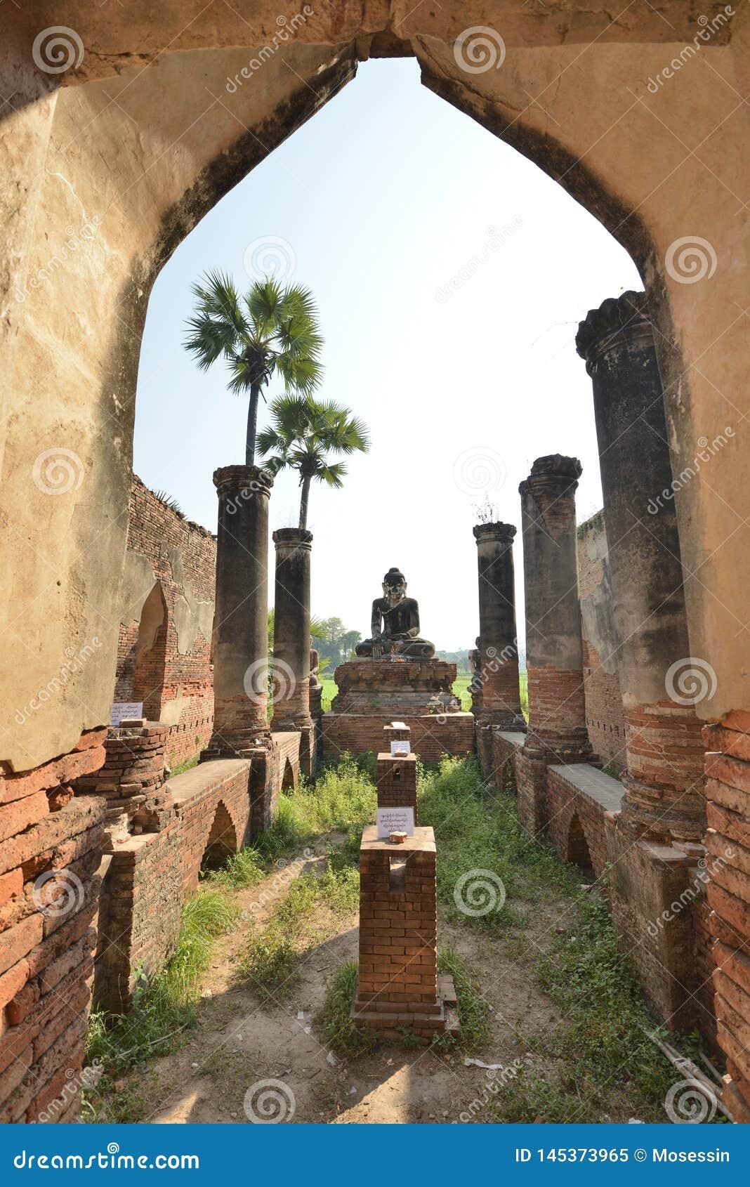 Myanmar Mandalay Yadana Hsemee pagoda complex