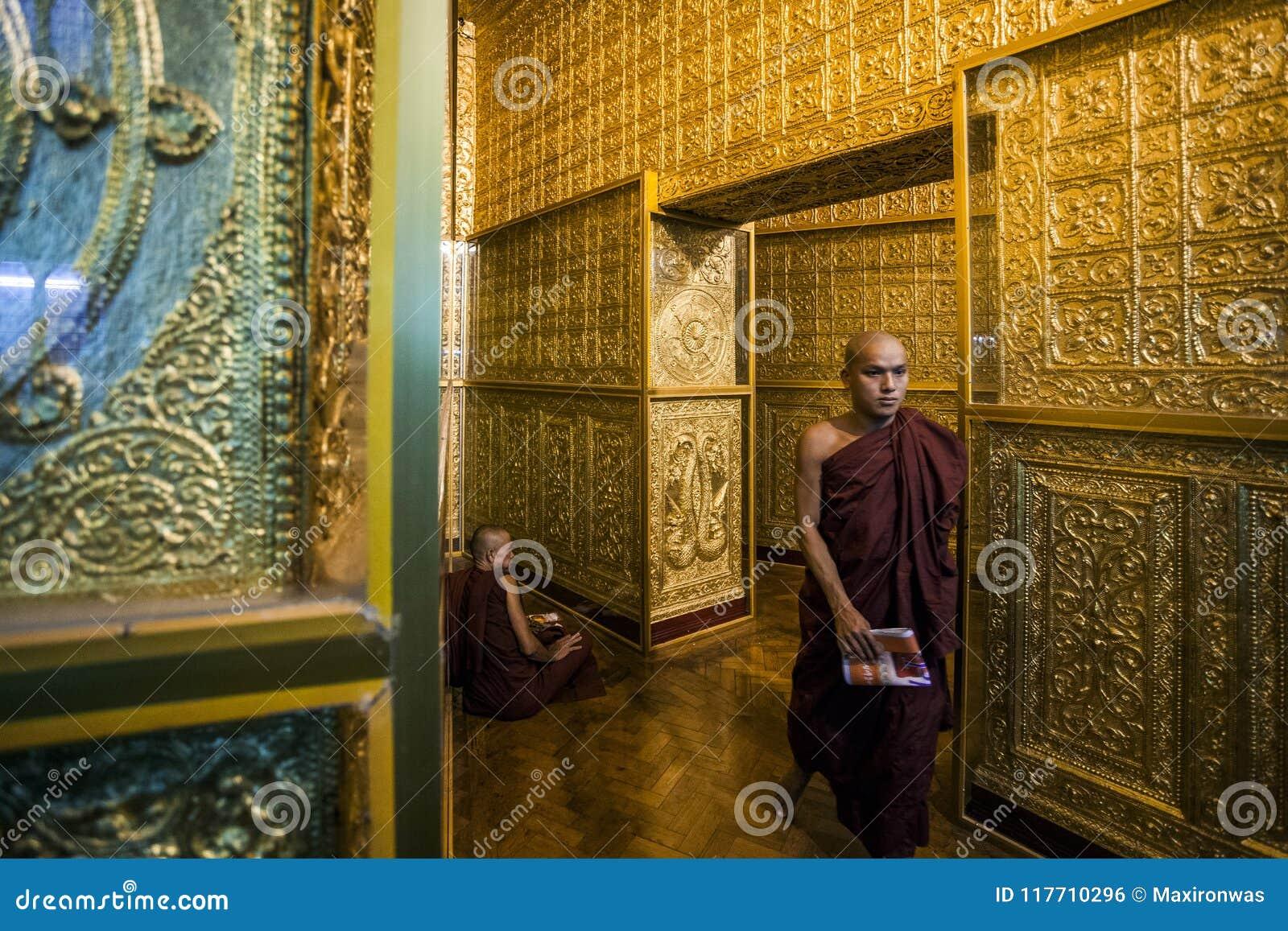 Myanmar - Yangon - pagode de Botahtaung