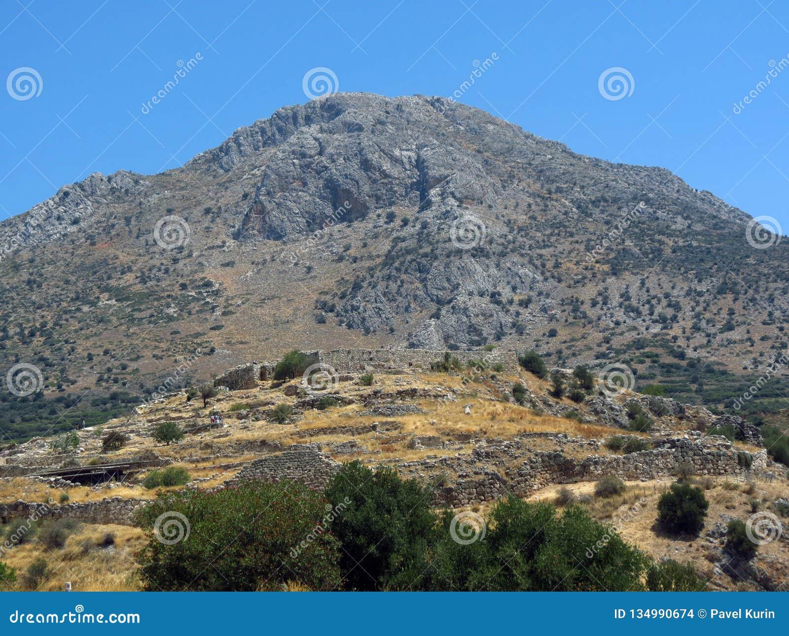 Mycenae, het graf van de oude heerser met de doen ineenstorten kluis