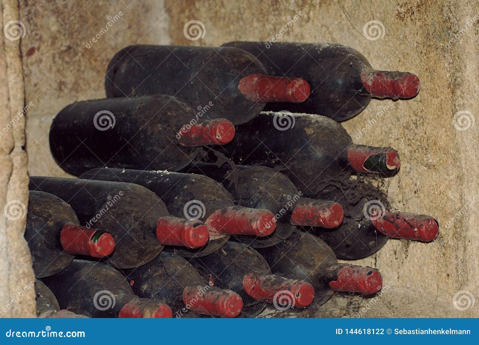 Mycket gamla vinflaskor