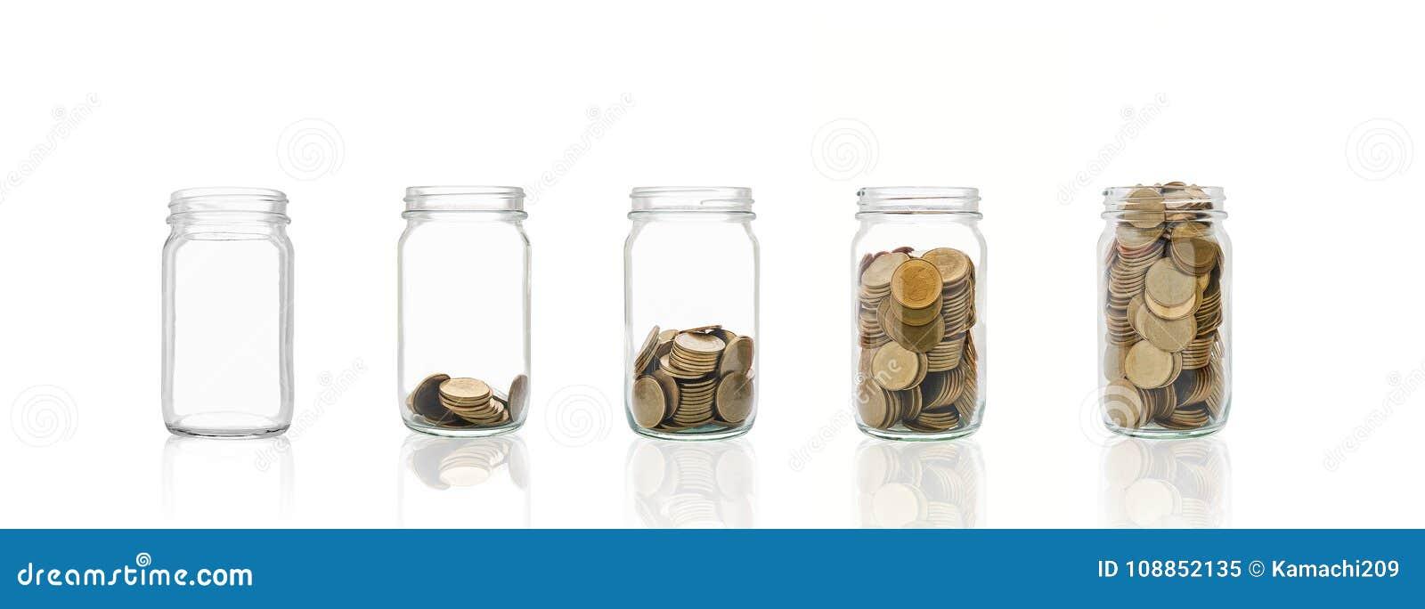 Mynt i en flaska, föreställer den finansiella tillväxten Mer pengar som du sparar, mer, ska du få