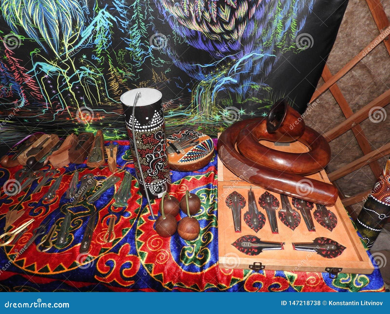 Mystisk bakgrund med rituella objekt av esoteriskt som ?r ockulta, sp?dom, magiska objekt Ockult, esoteriskt, sp?dom och
