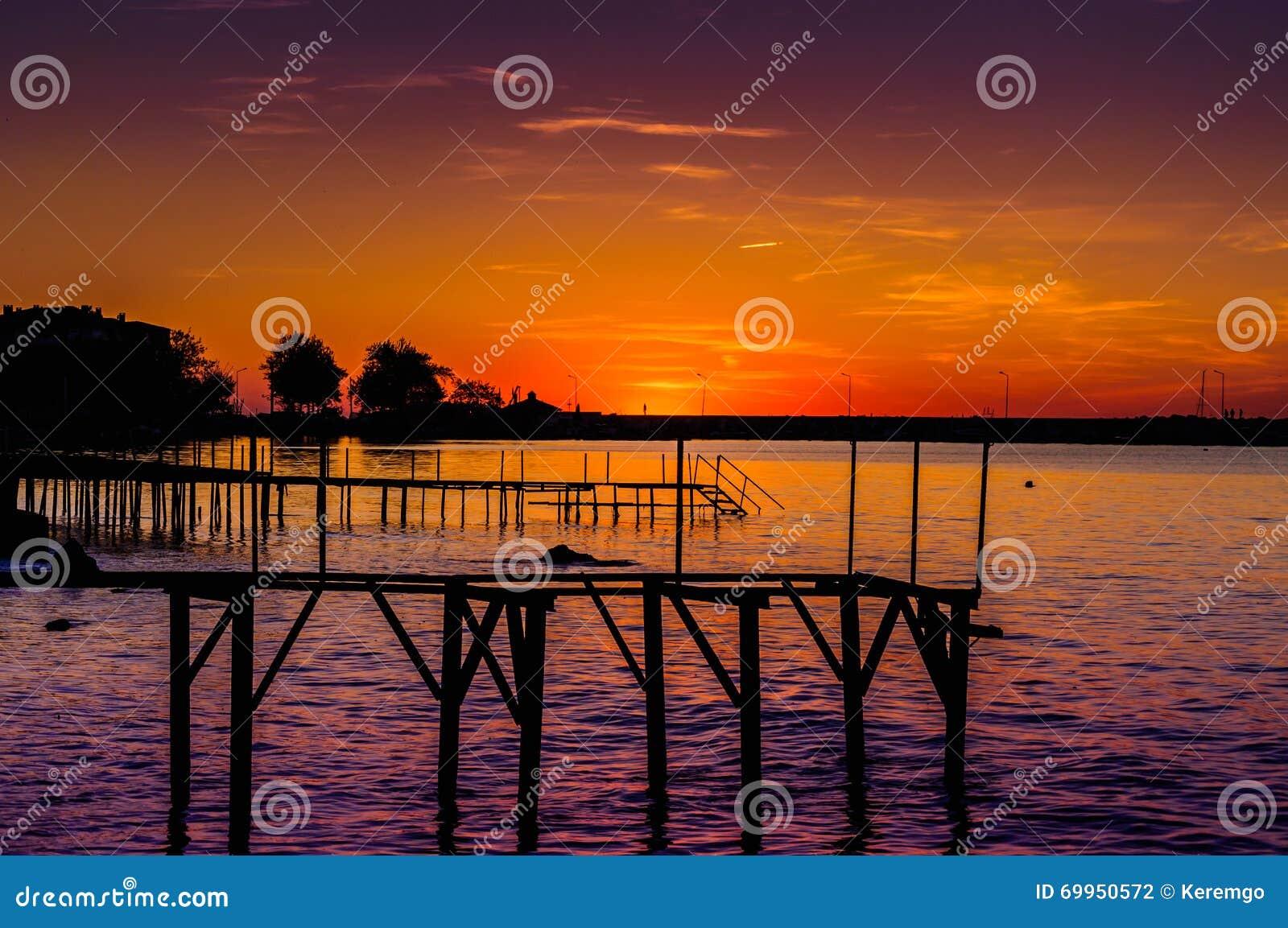 Mystisk solnedgångfjärd