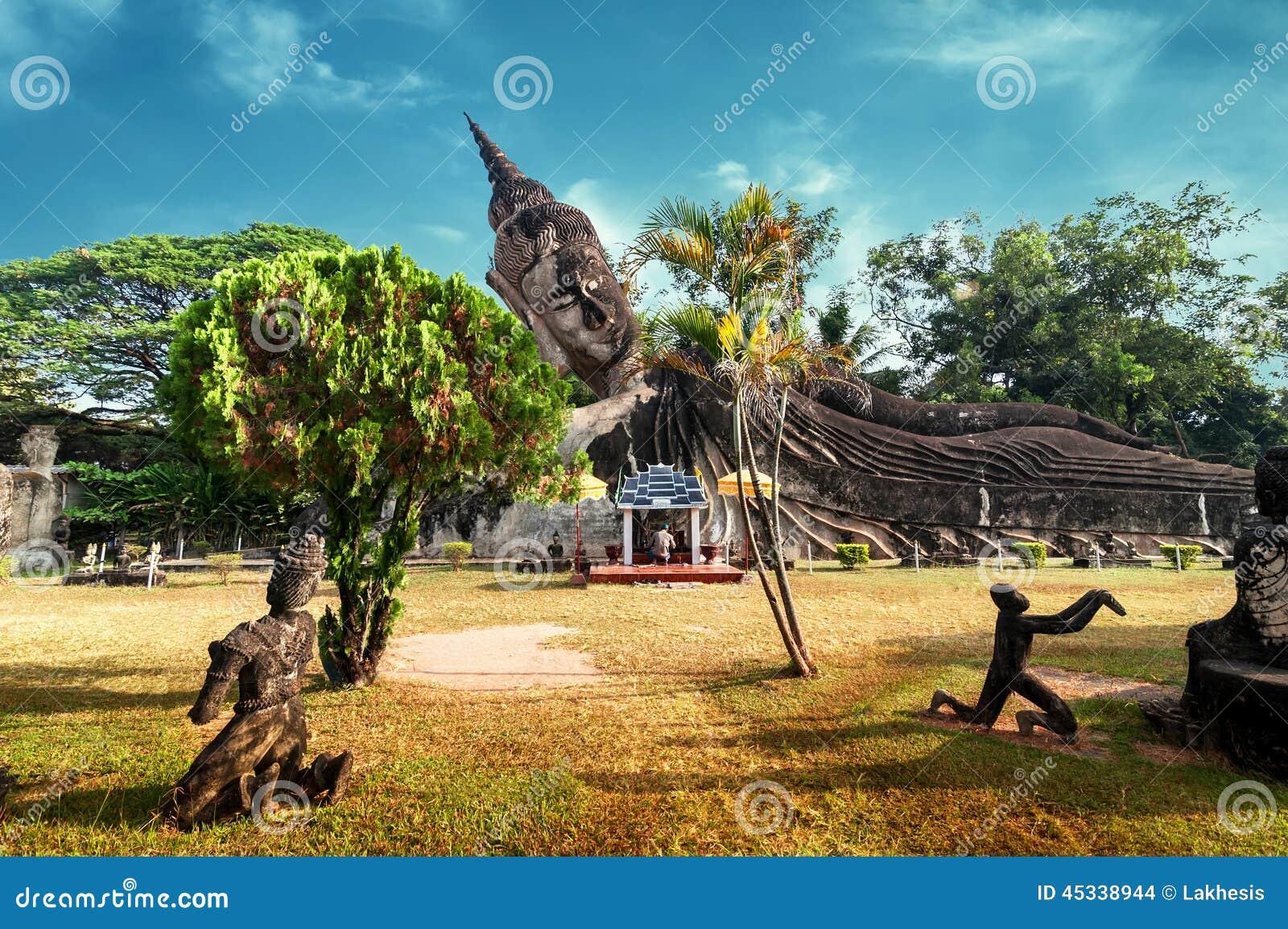Mythologie en godsdienstige standbeelden bij Wat Xieng Khuan Buddha-park laos