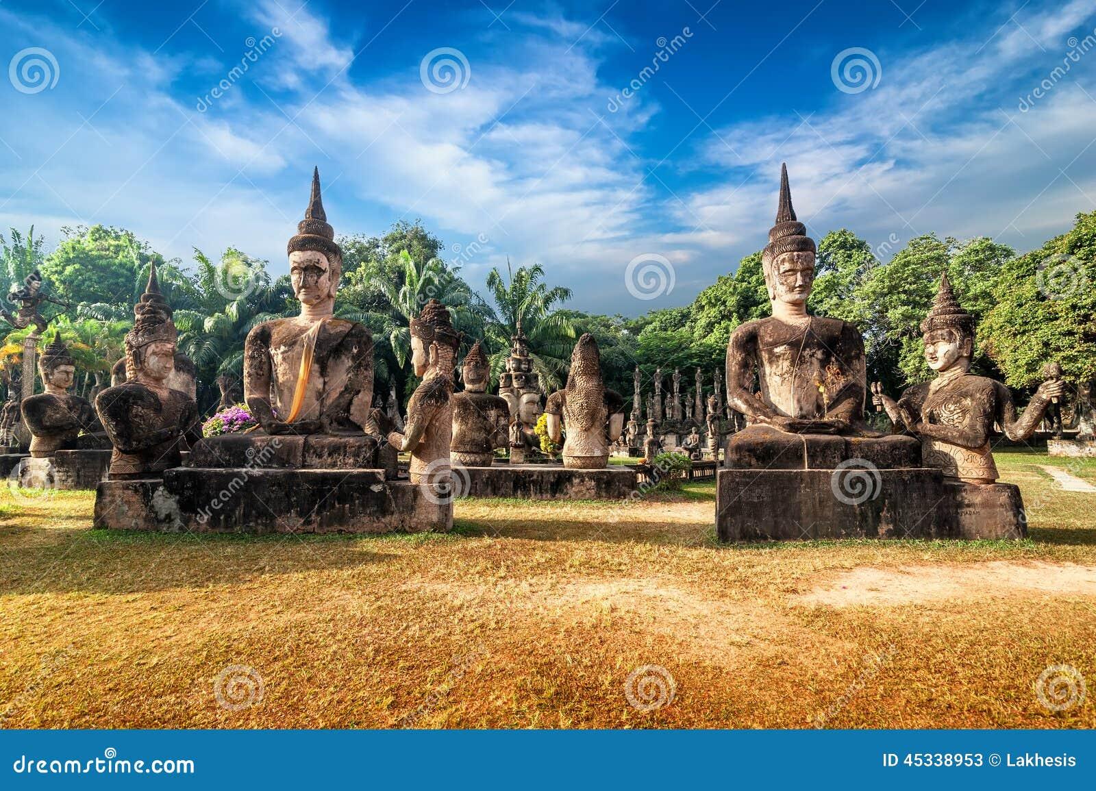 Mythologie und religiöse Statuen an Wat Xieng Khuan Buddha-Park laos