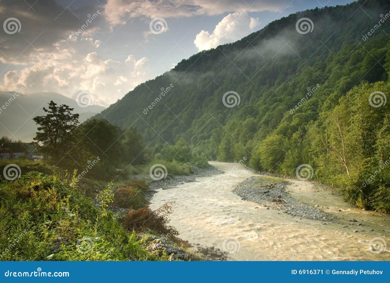 Mzymta Fluss in Krasnaya Polyana