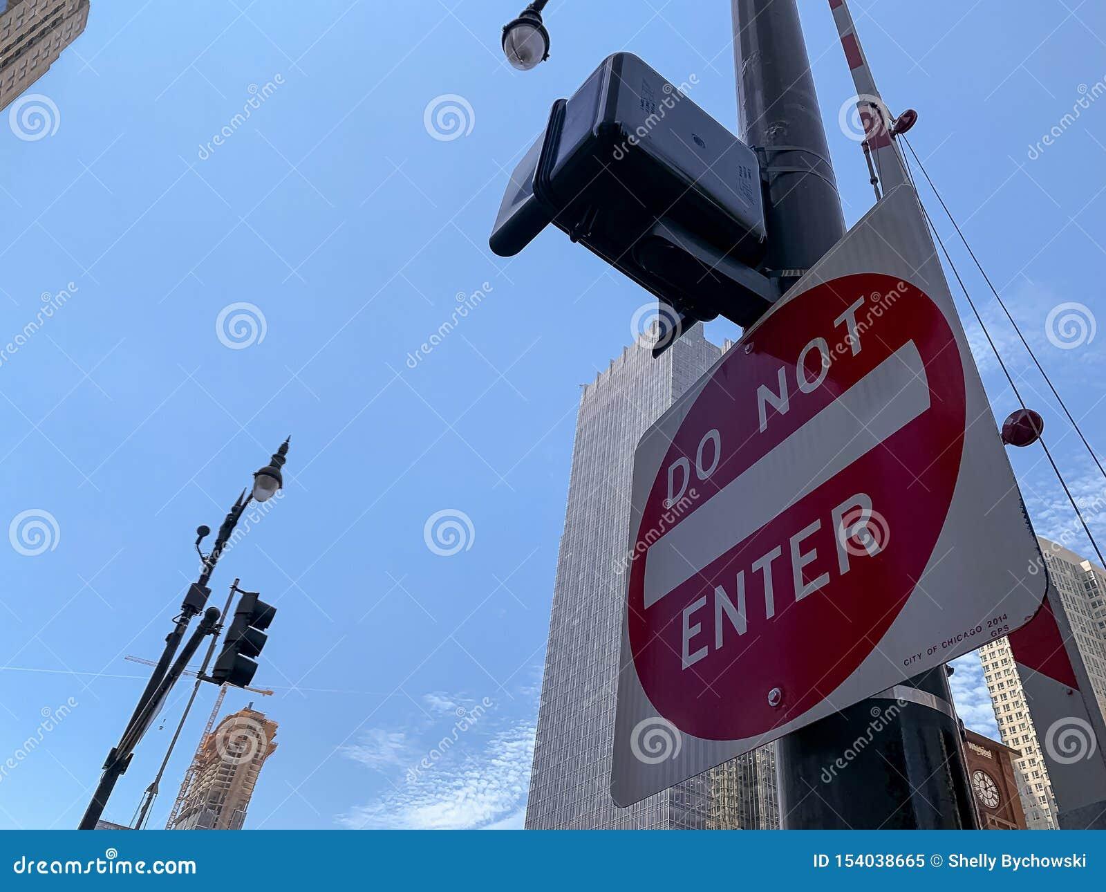 Não incorpore o sinal ao primeiro plano na movimentação de Wacker no laço de Chicago