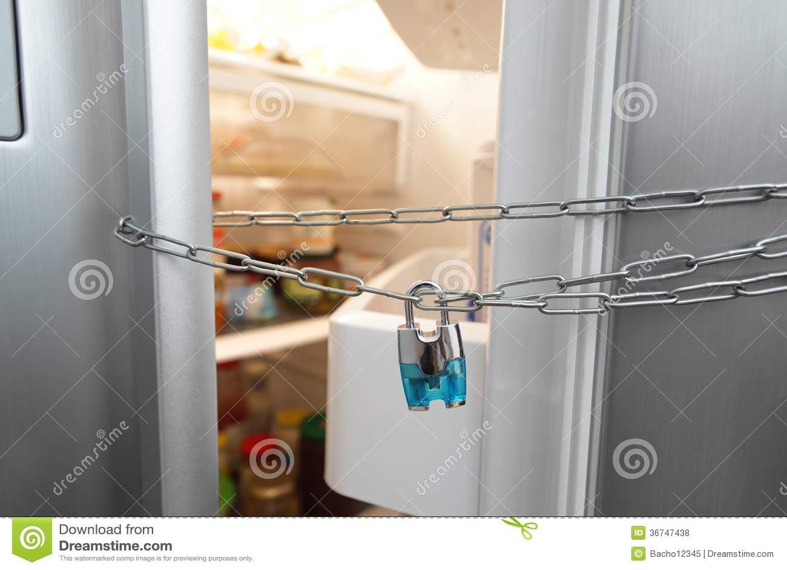 Kühlschrank Verriegelung : Nährendes konzept kühlschrank kette und verschluss stockfoto