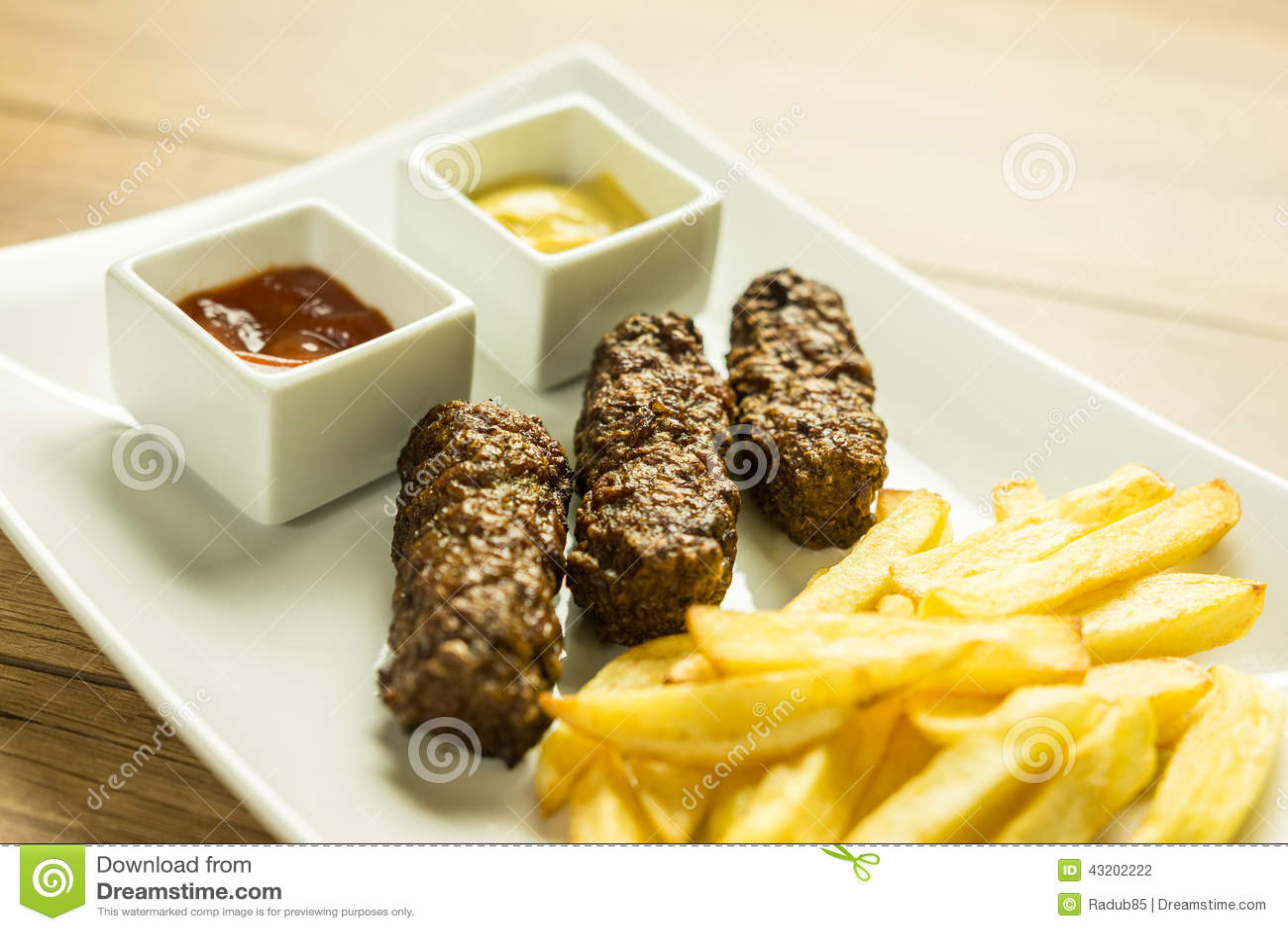 Download Nära övre För Traditionell Rumänsk Platta Mici Arkivfoto - Bild av platta, meat: 43202222