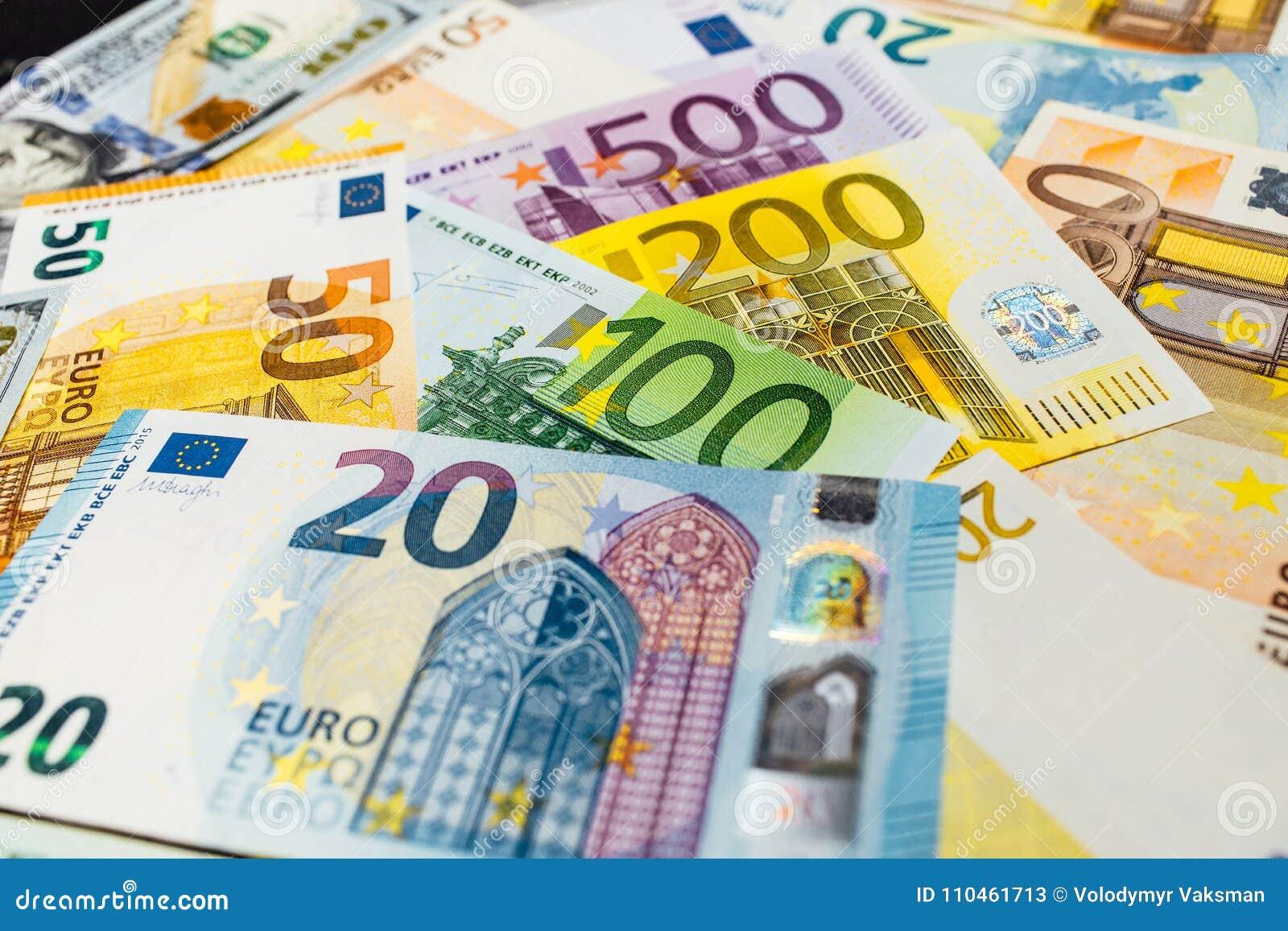 Närbild av amerikanska US dollar och euro