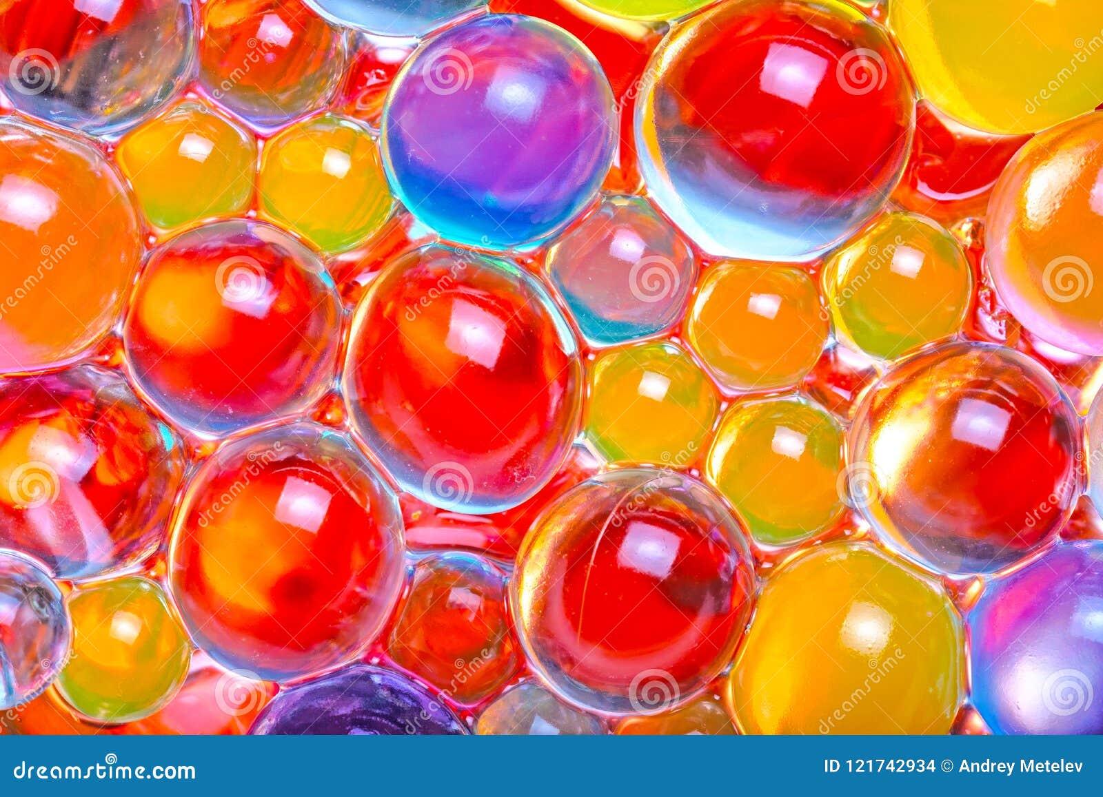 Närbild av mång--färgade hydrogelpärlor