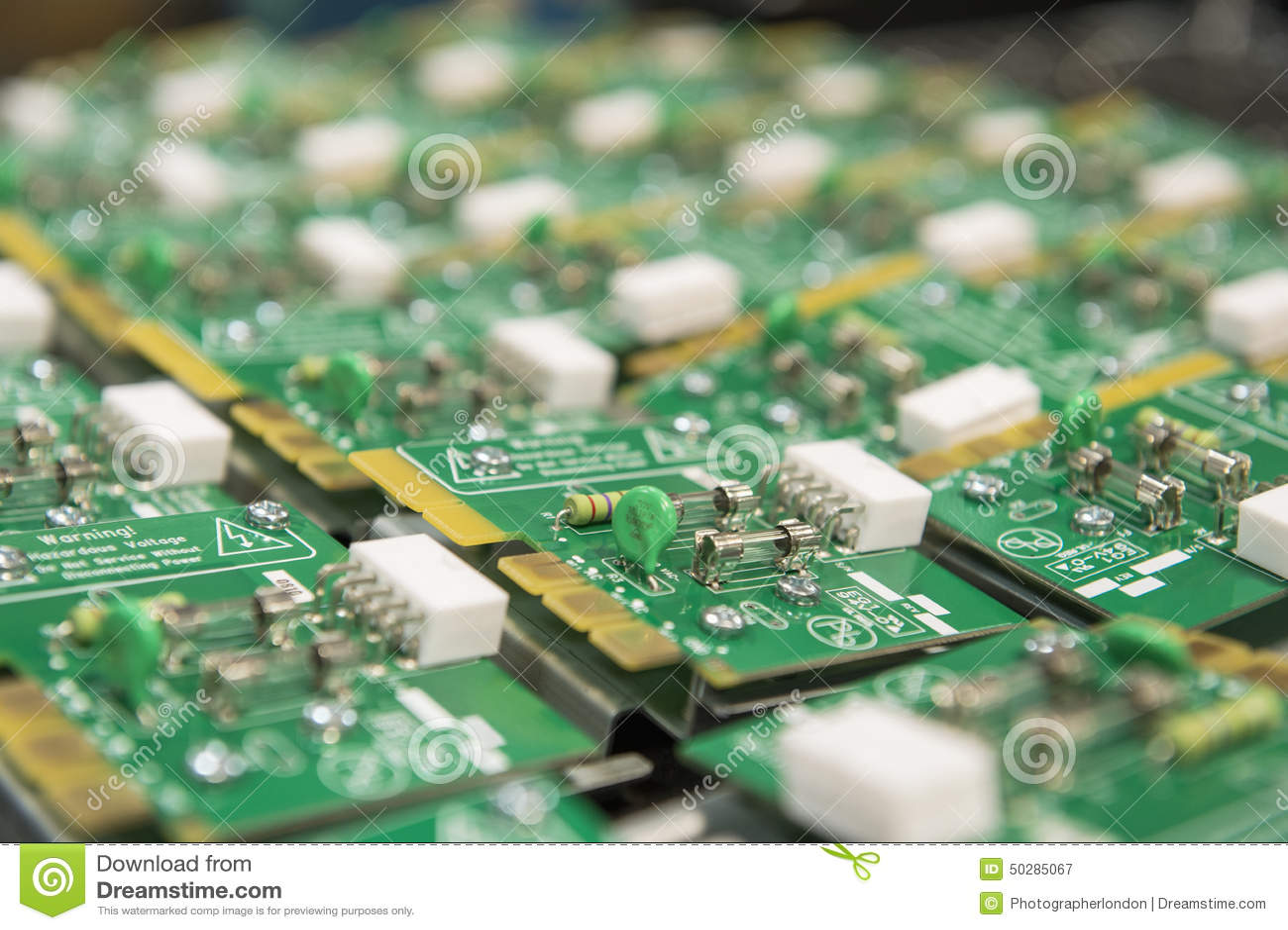 Närbild av strömkretsbrädet i elektronikbransch