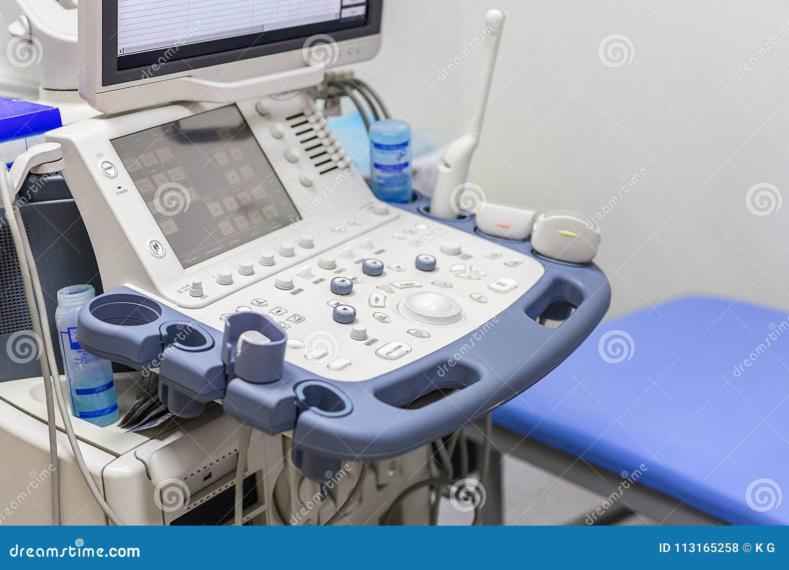 Närbild av ultraljudmaskinen i klinik Modernt sjukhus med tekniskt avancerad utrustning Hälsovård diagnostik och
