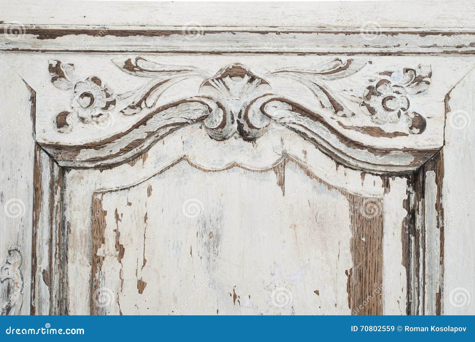 Närbilden av forntida vitt byråbyråmöblemang med målarfärg skalade av