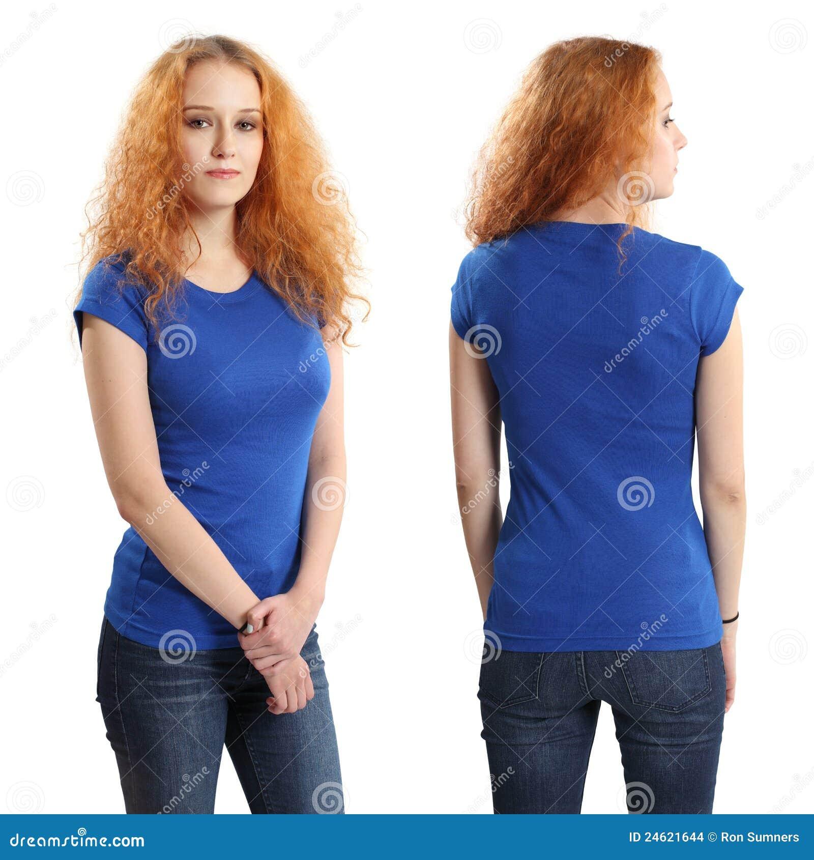 Nätt kvinnlig som slitage den blanka blåa skjortan