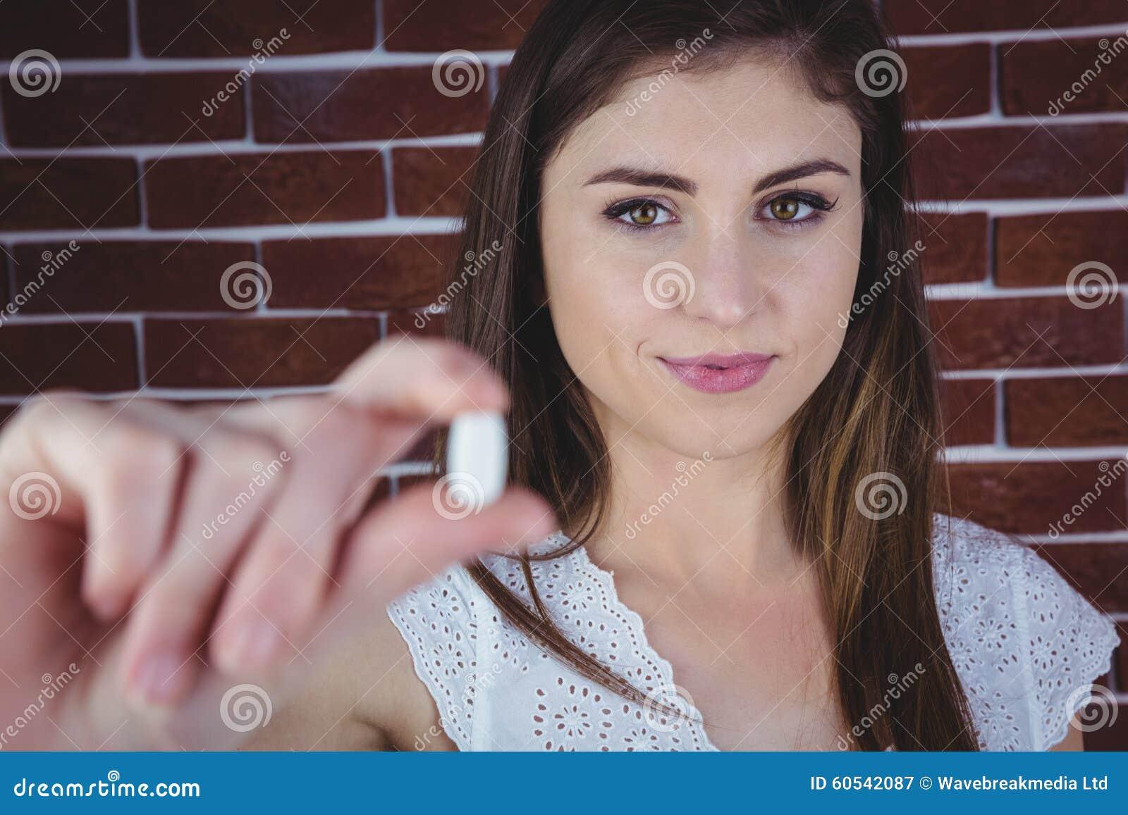Nätt preventivpiller för kvinnavisningvit