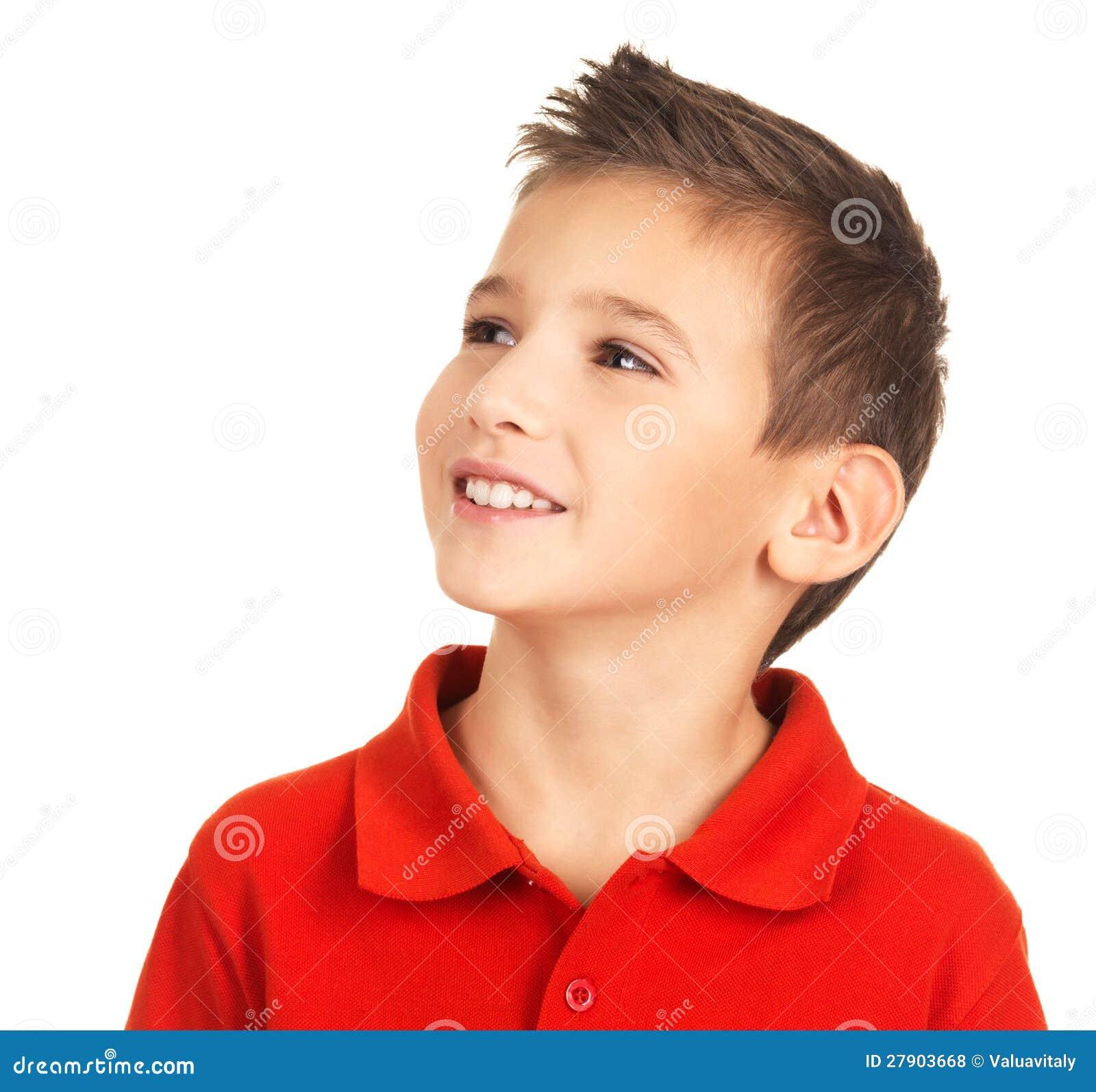Nätt ung lycklig pojke som bort ser