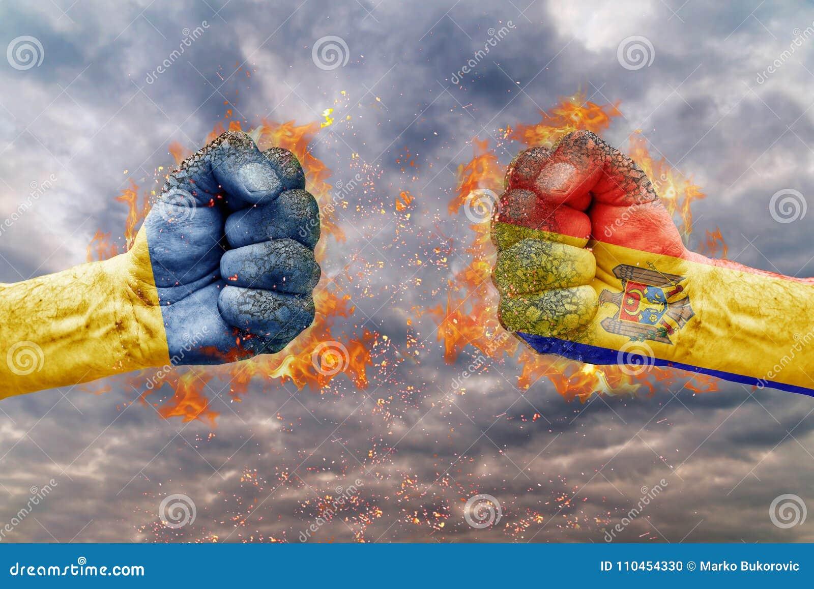 Näve två med flaggan av Ukraina och Moldavien vände mot på de