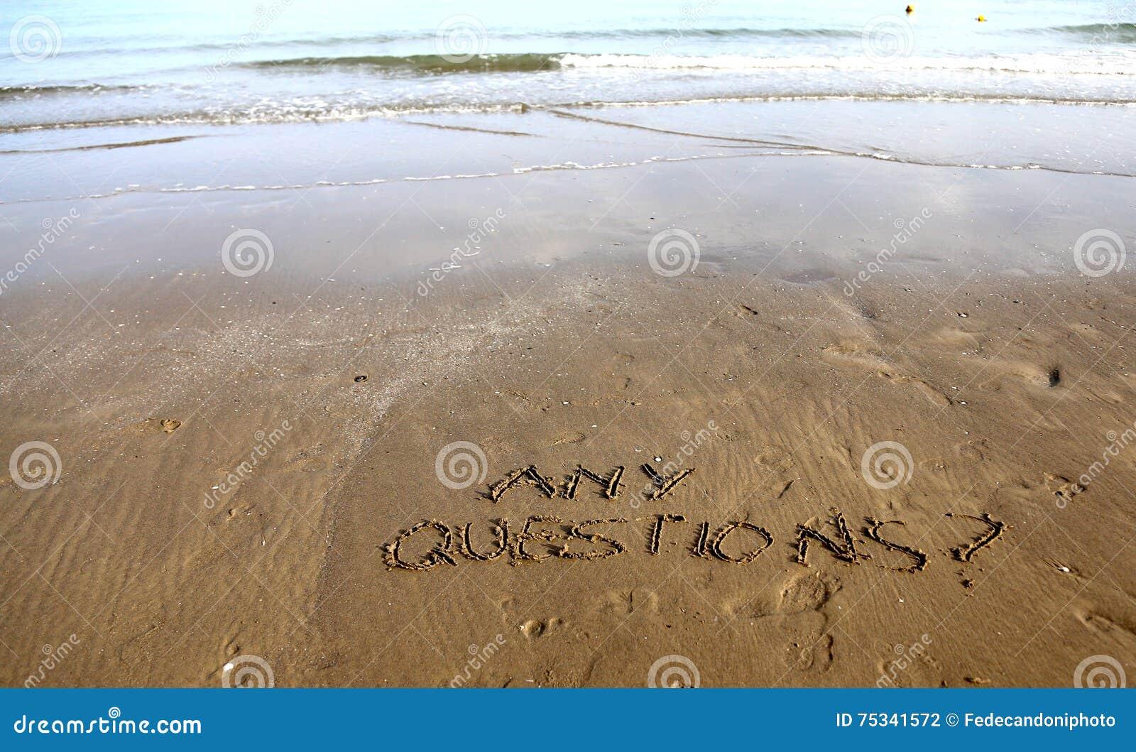 Något ifrågasätter handstil på strandsanden