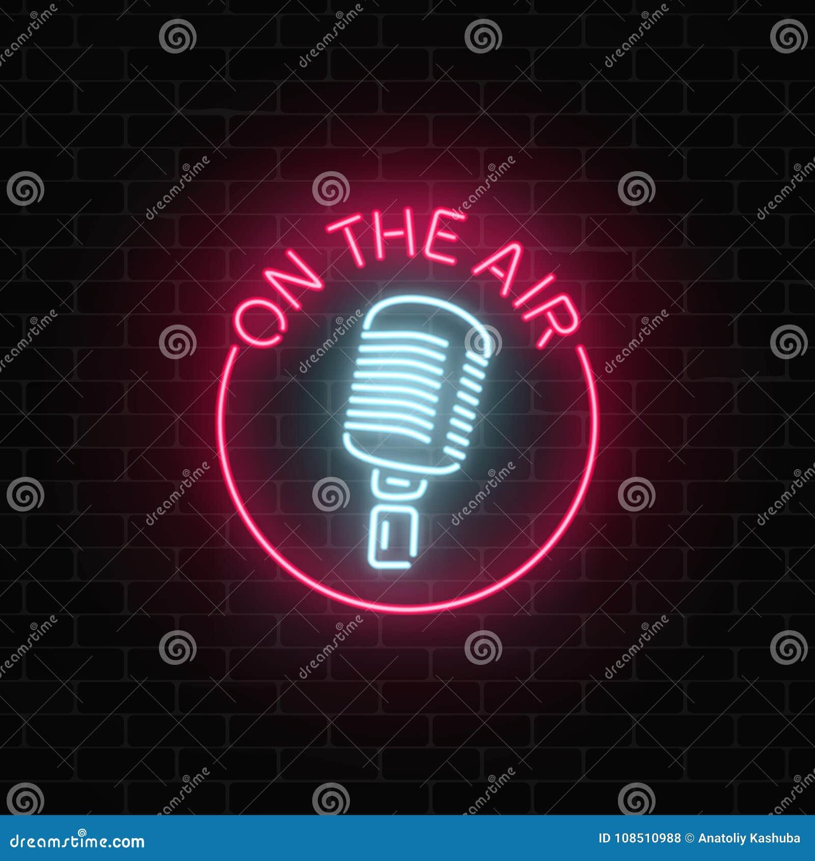 Néon sur le signe d air avec le rétro microphone dans le cadre rond Boîte de nuit avec l icône de musique en direct