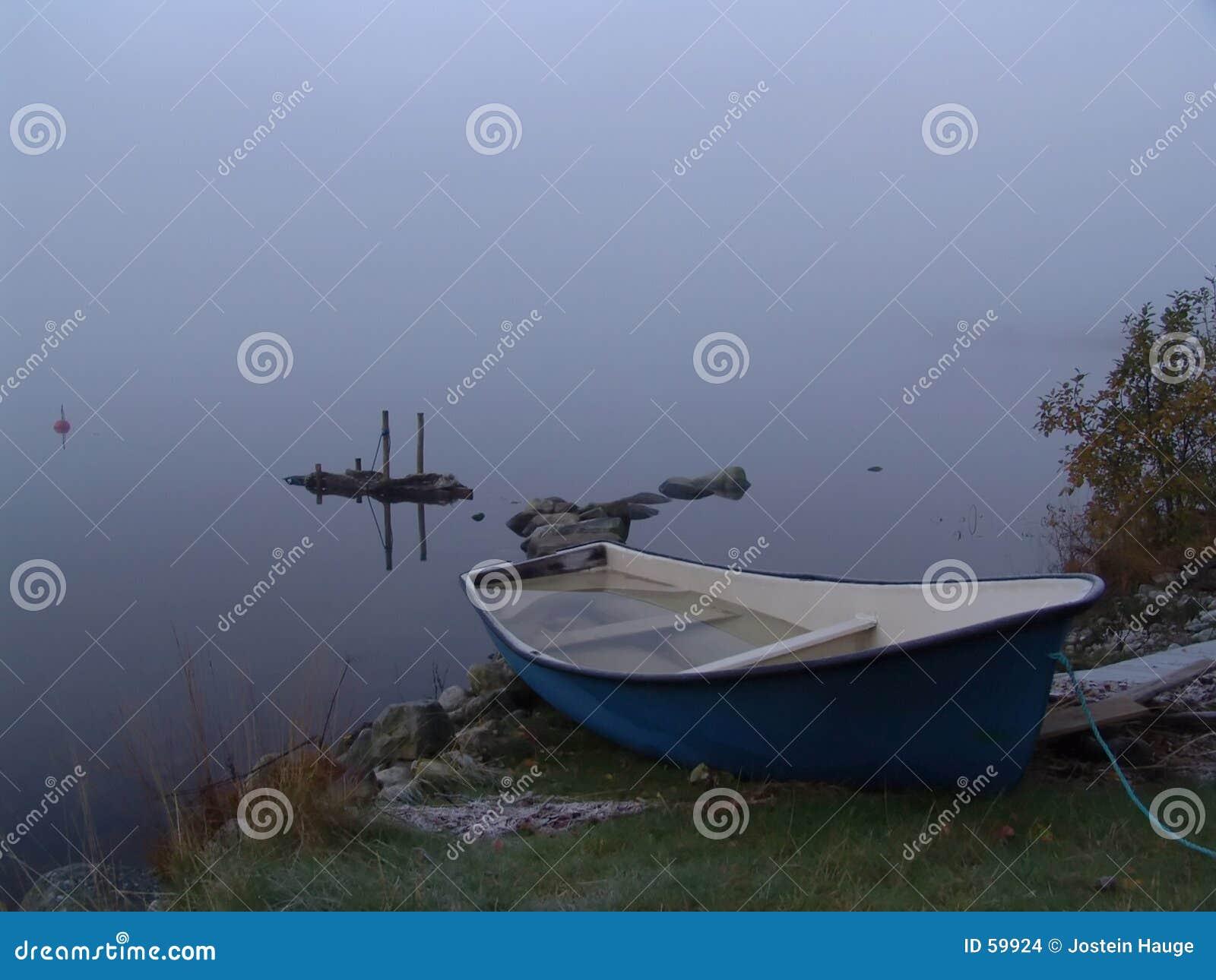 Névoa e barco