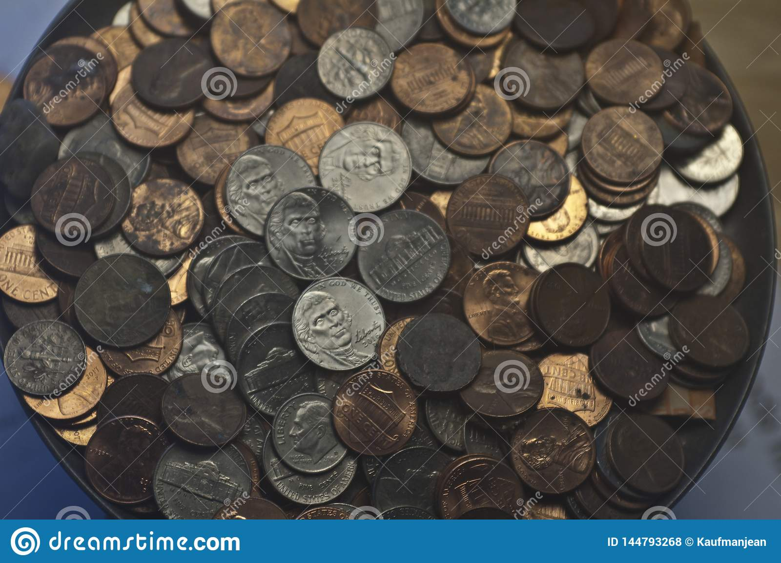 Níqueles viejos al azar de las monedas de diez centavos de los peniques de las monedas de los E.E.U.U.