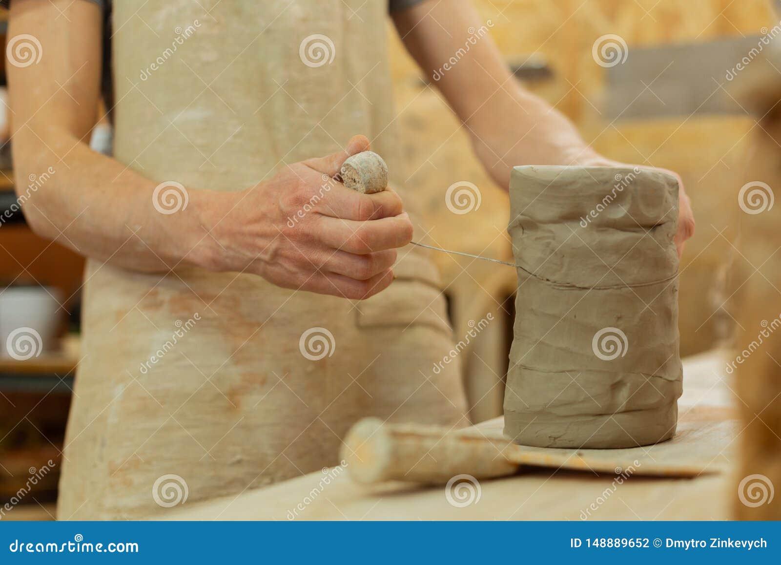 N?dv?ndigt stycke f?r exakt f?rlageklipp av lera med tr?dhj?lpmedlet