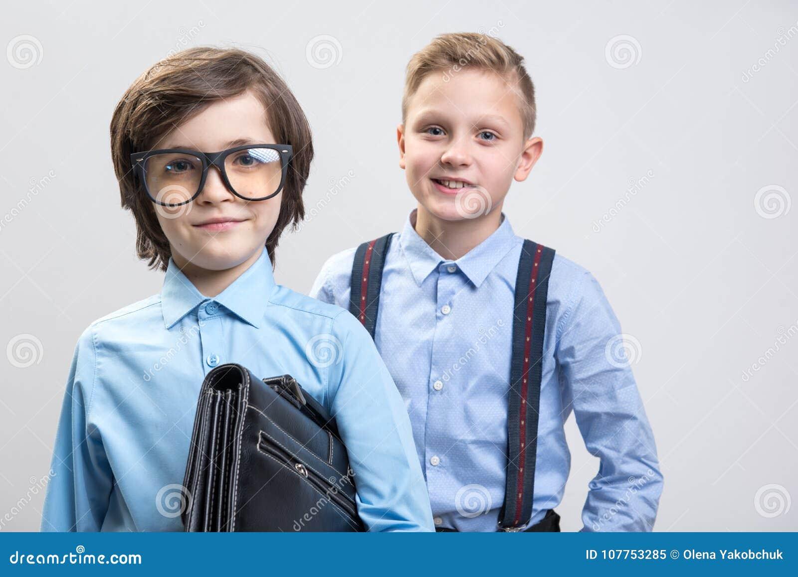 Nöjda pojkar önskar att vara män av angelägenheter