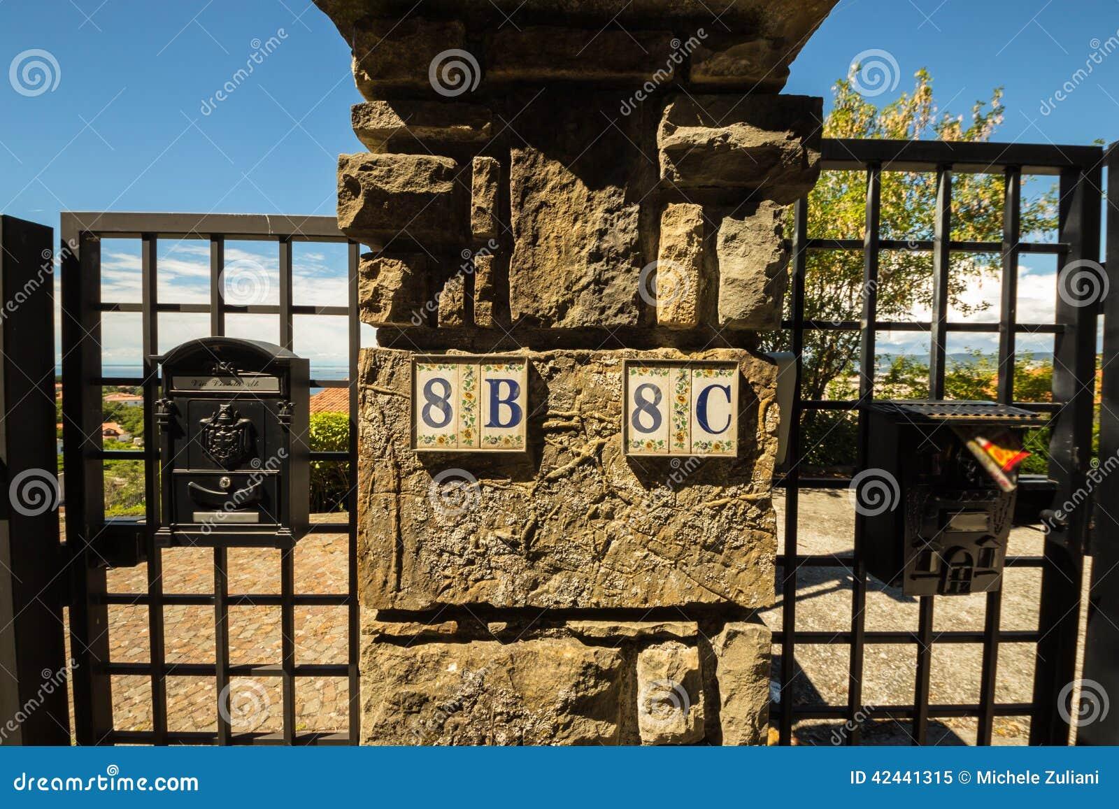 Números de la calle de un pueblo italiano