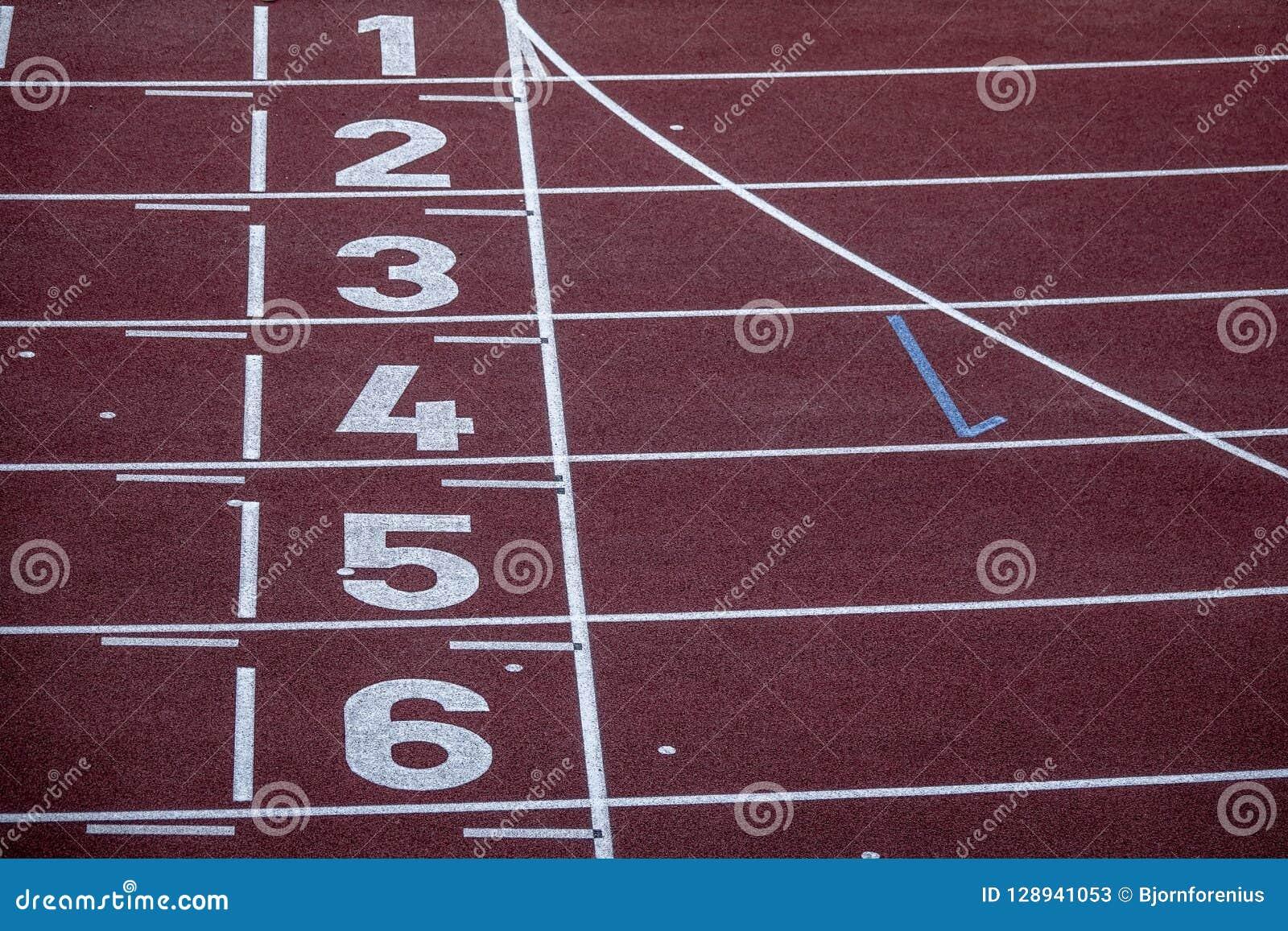 ab6a206de2 Números Em Uma Trilha Running Arena Esportiva Vazia Imagem de Stock ...