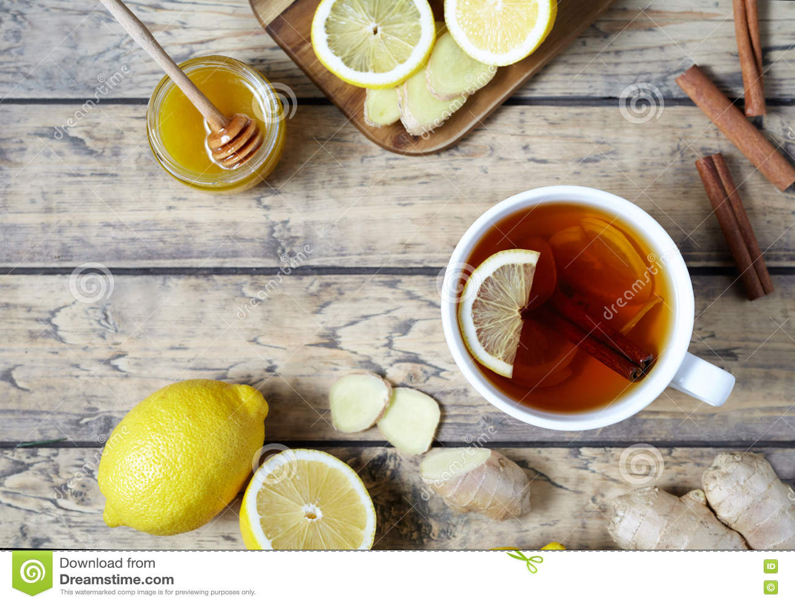 Nützlicher Getränkingwerantiviraltee Gesund Mit Zitrone Honig Und