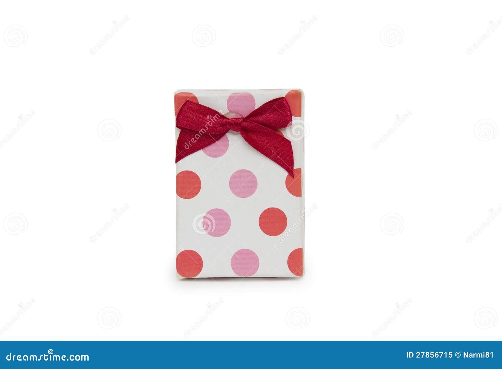 Na biały tle prezenta pojedynczy pudełko.