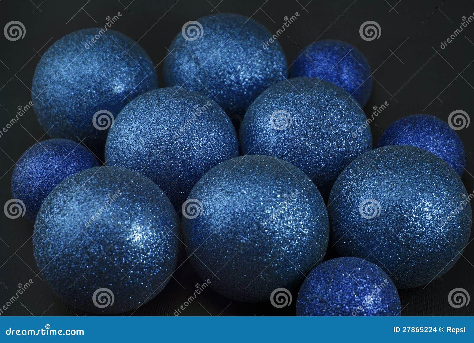 Na czerń błękitny Bożenarodzeniowe piłki