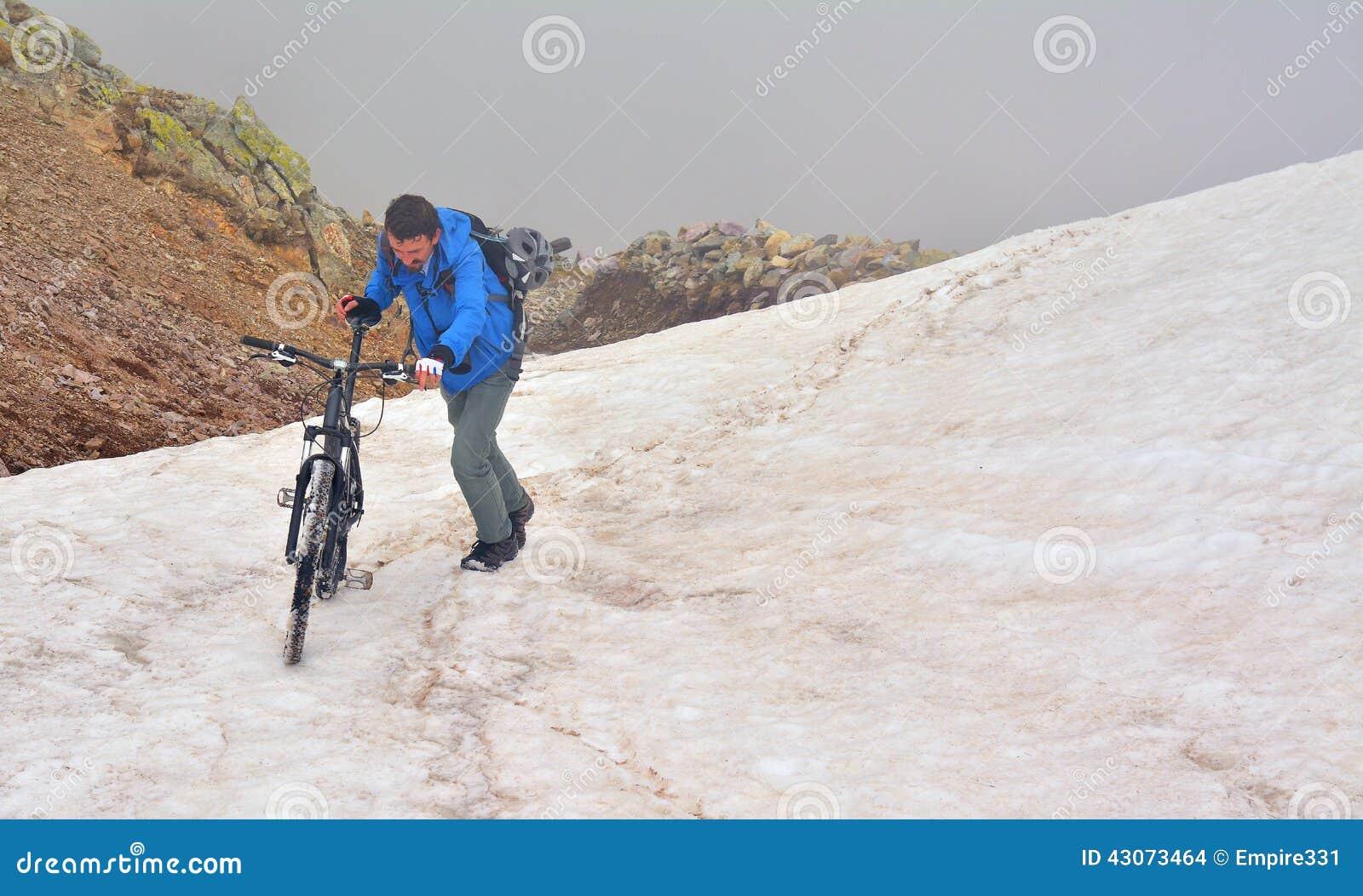 Na górę wzgórza kolarstwa,