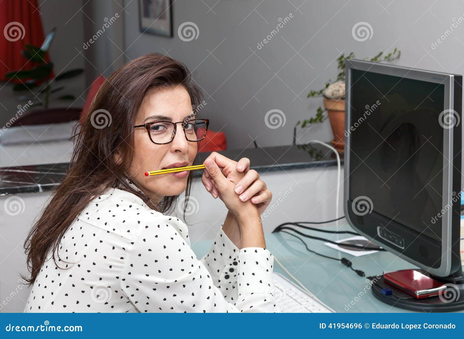 Na Komputerze kobiety Działanie