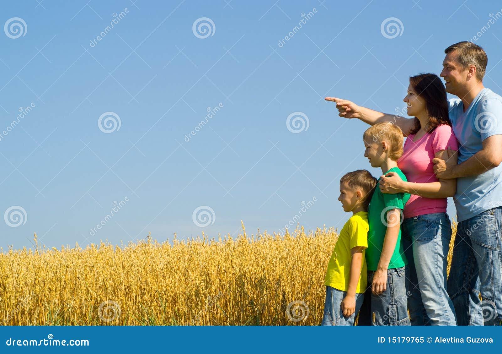 Na naturze szczęśliwa rodzina