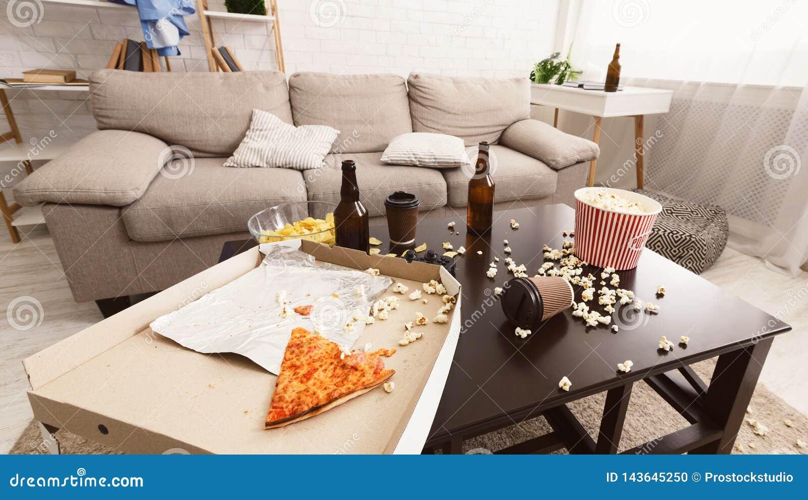 Na partij binnenlandse chaos Bierflessen, popcorn en pizza
