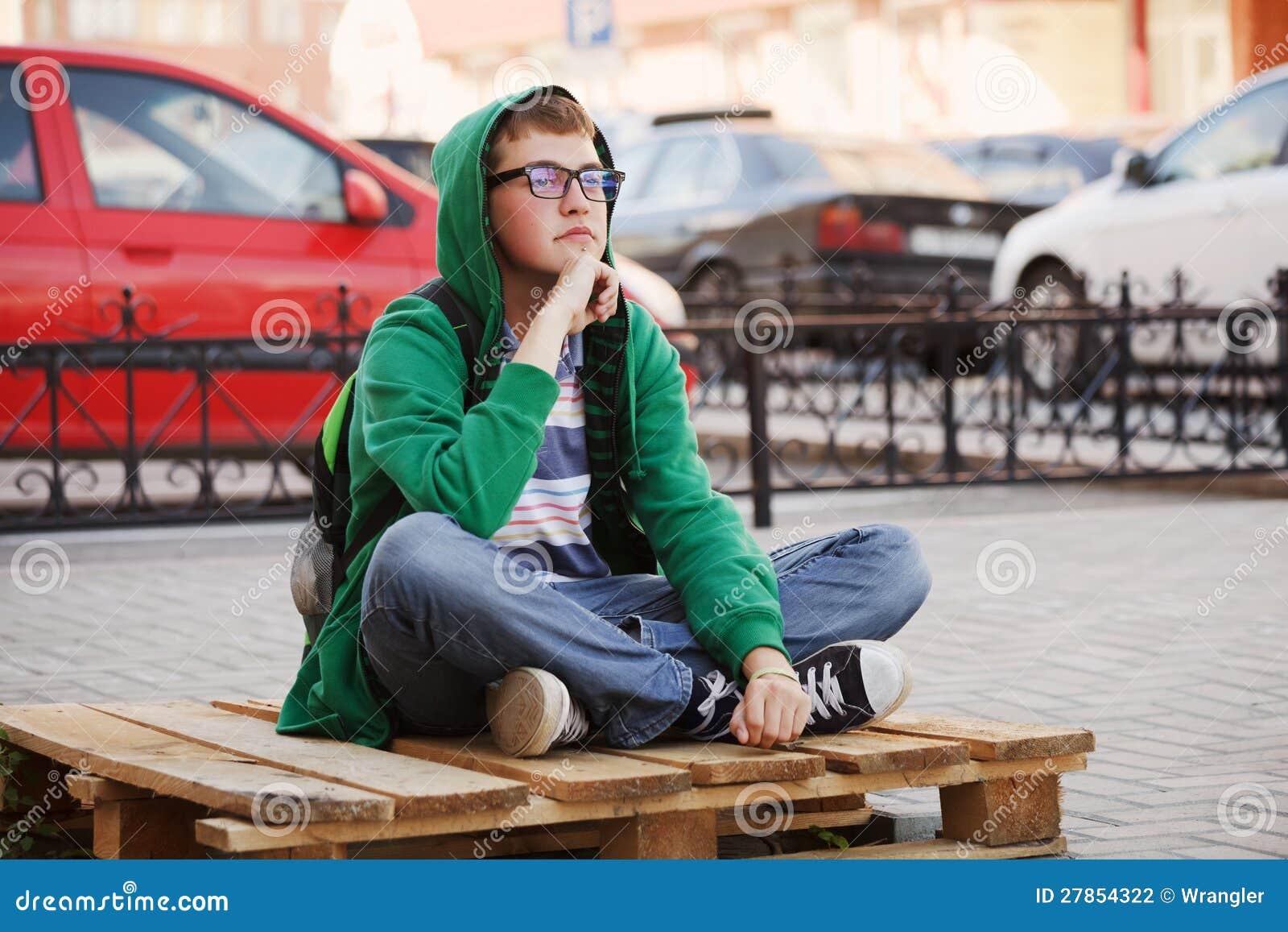 Na ulicie młodego człowieka obsiadanie