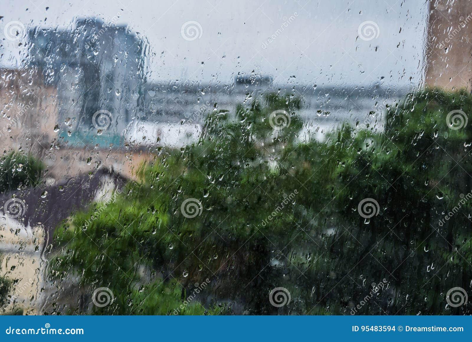 Na zewnątrz okno rain