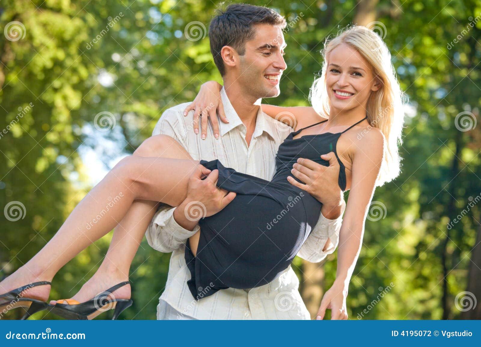 Na zewnątrz pary młode