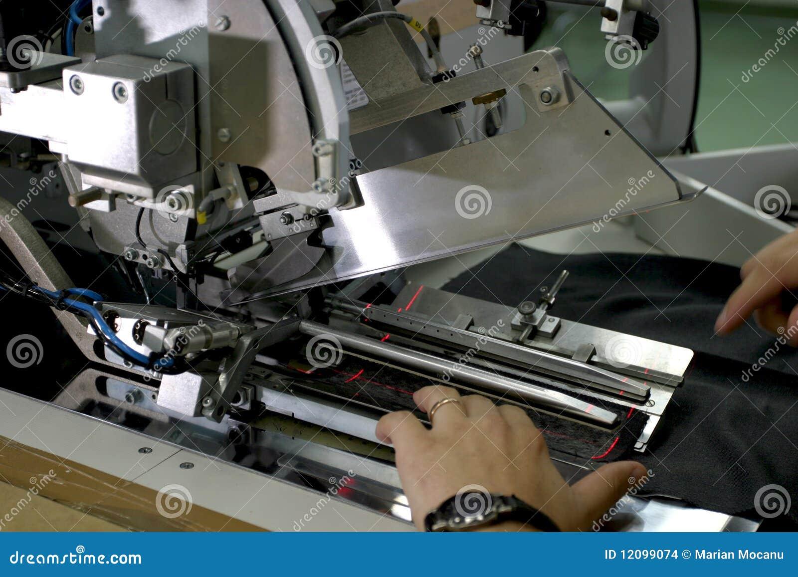 Naaimachine en handen