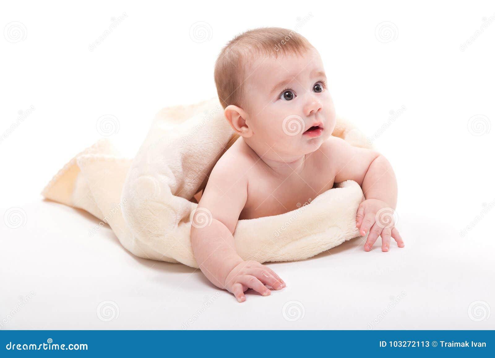 Gelukkige Naakte Pasgeboren Baby Op Witte Achtergrond
