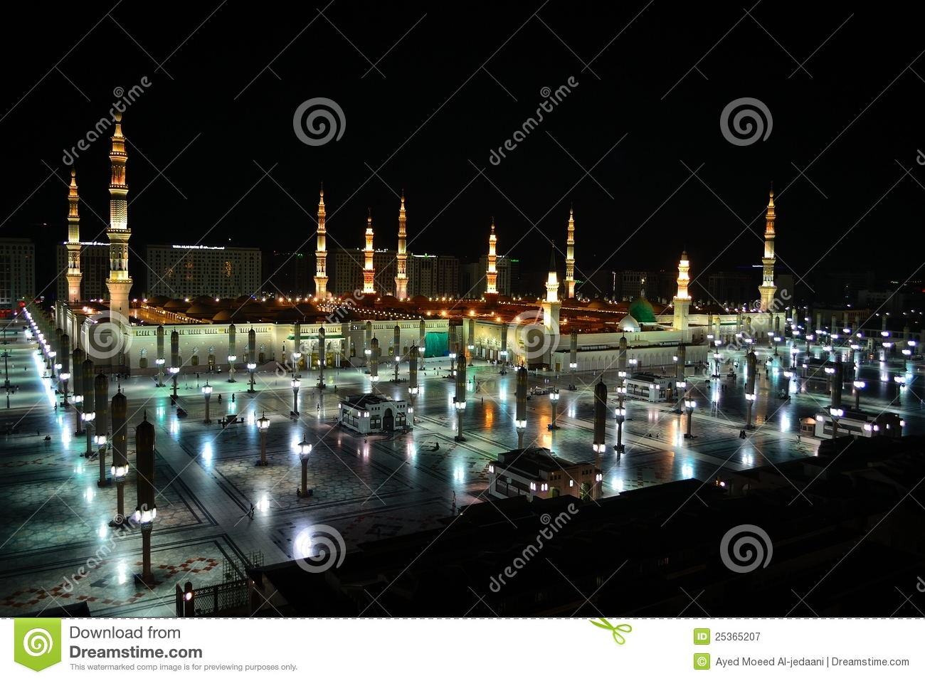 Nabawi Mosque in Medina at night time