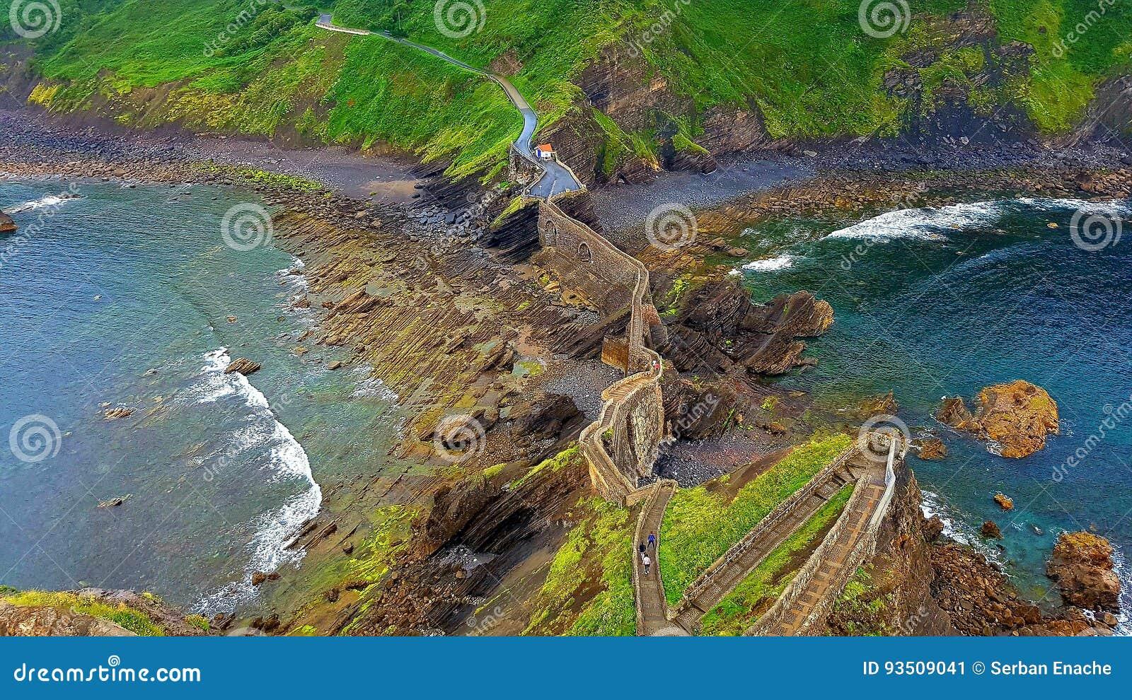 Nabrzeże falezy, San Juan Del Gazteluatxe, Hiszpania