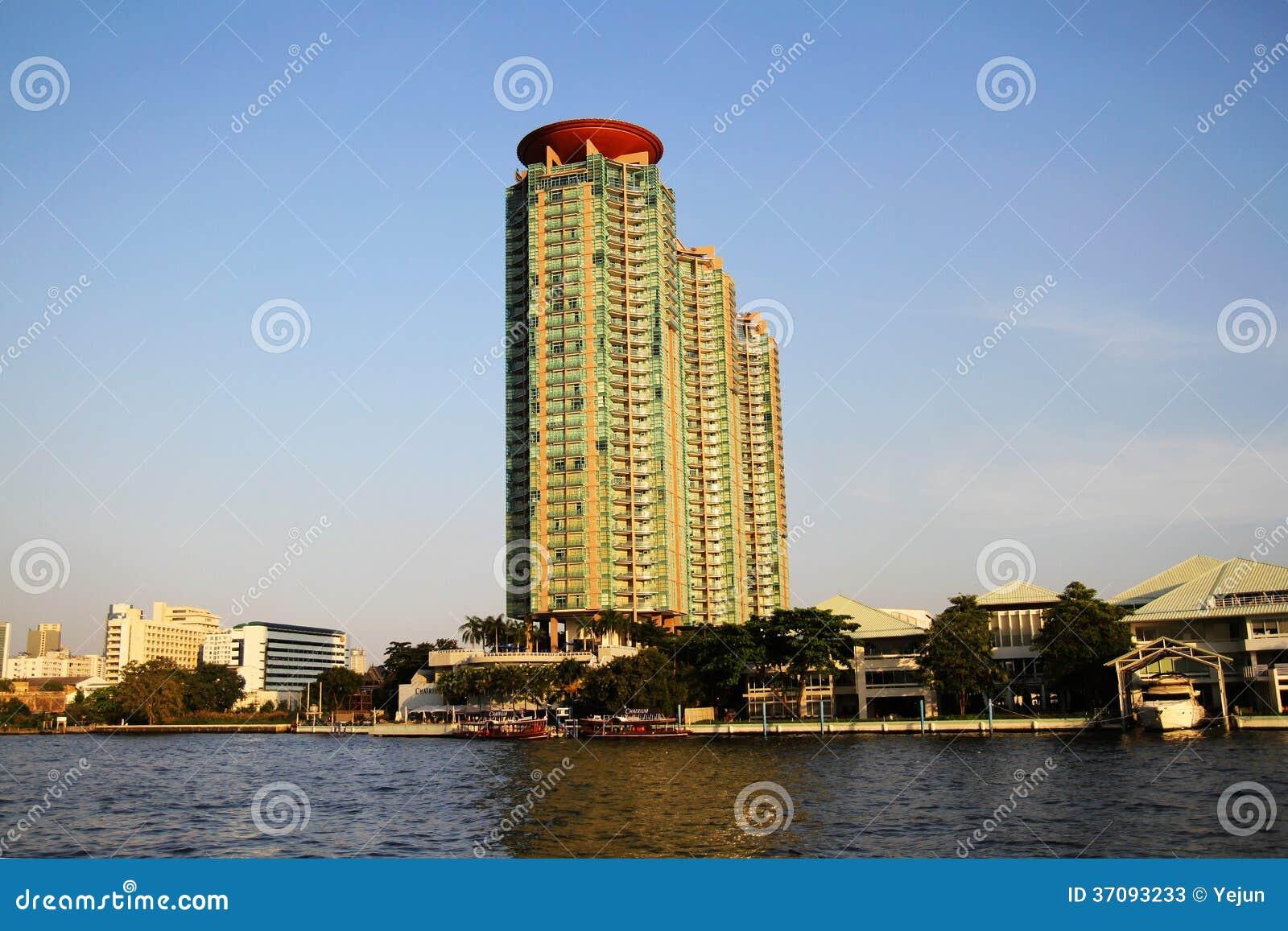 Download Nabrzeże Budynki W Bangkok, Tajlandia. Obraz Stock - Obraz złożonej z perspektywa, kondominium: 37093233